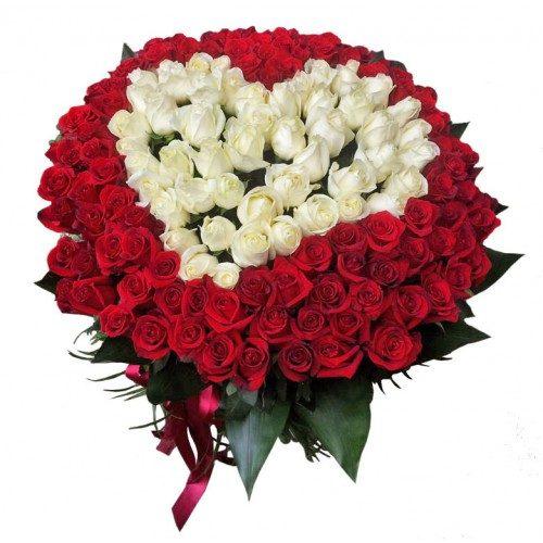 букет 101 роза сердце (белая и красная)