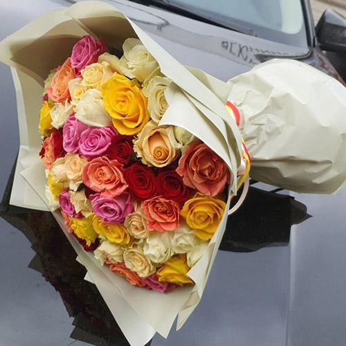 51 троянда мікс