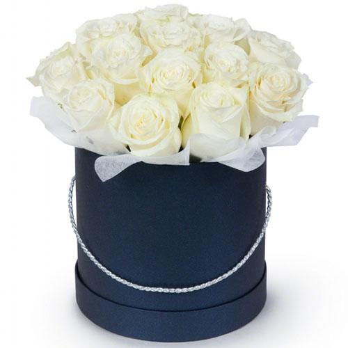 букет 21 біла троянда у капелюшній коробці
