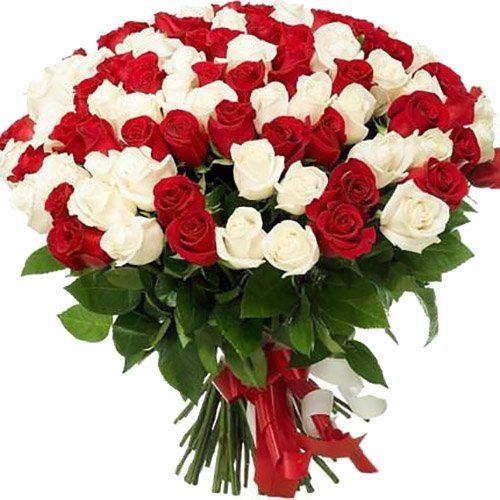 фото букета 101 красная и белая роза