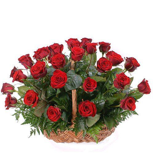фото 35 красных роз в корзине