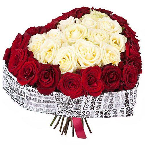 букет 51 роза сердцем