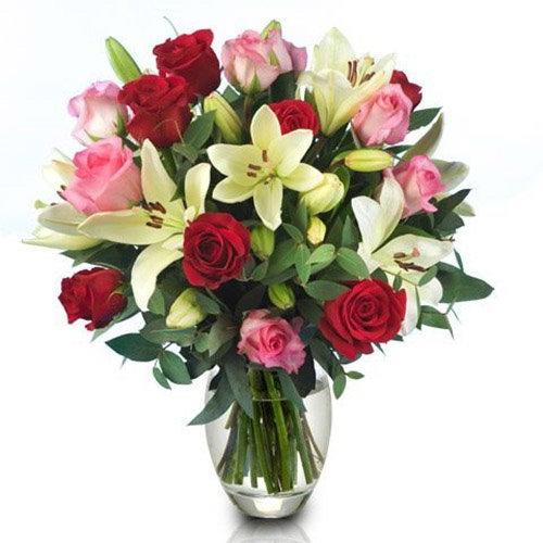 """Букет """"Пышность"""" красные розы, розовые розы, белые лилии"""