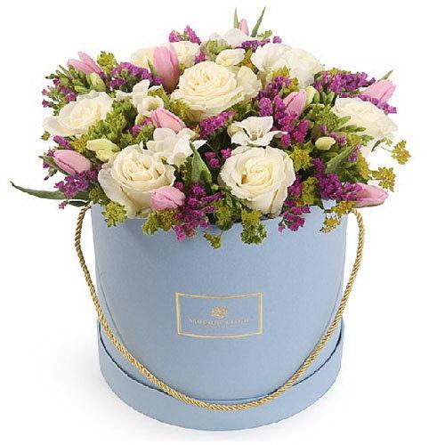 """Капелюшна коробка """"Світлі почуття"""" троянди, тюльпани"""