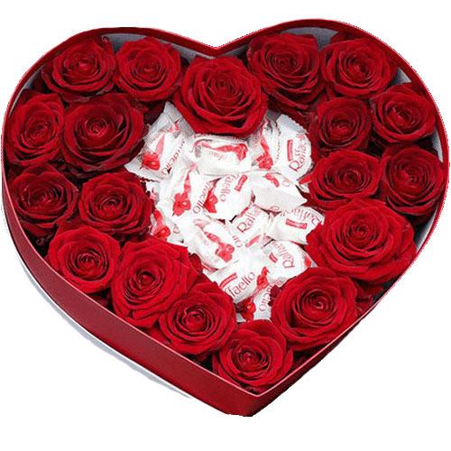 """Коробочка """"Сладкая любовь"""" красные розы и Рафаэлло"""