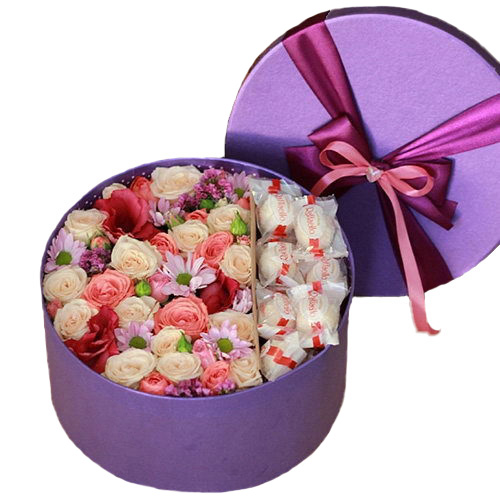 """Шляпная коробка """"Сладкие чувства"""" цветы и рафаэлло"""