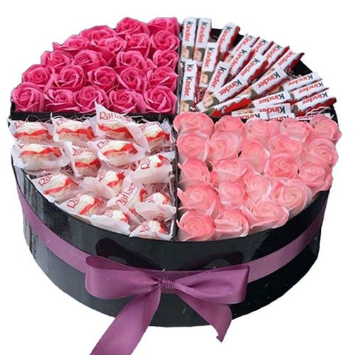 Подарочная коробка Любовь любой ценой розы и сладости