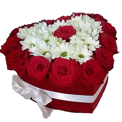 """Коробочка """"Воздушная любовь"""" розы и ромашковые хризантемы"""