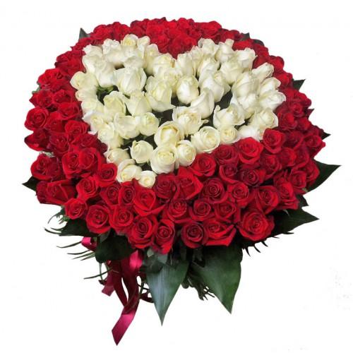 букет 101 троянда серце (біла та червона)