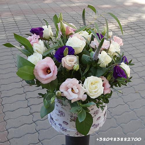 квіти в капелюшній коробці