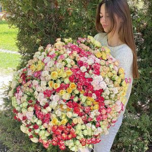 Огромный букет кустовой розы 201 штука с доставкой