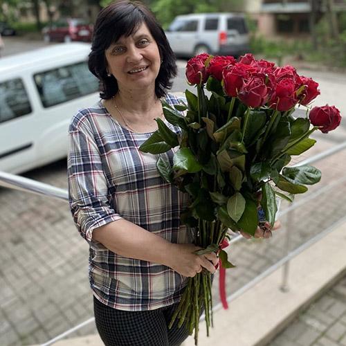 букет червоних троянд із доставкою у Вінницю